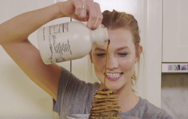 Gezonde pannenkoeken met 3 ingrediënten: 1 ei, 1 banaan, handvol havervlokken (alternatief: Speltvlokken). Afwerking: Esdoornsiroop, besjes, aardbeien, frambozen,... Whatever You want 😁