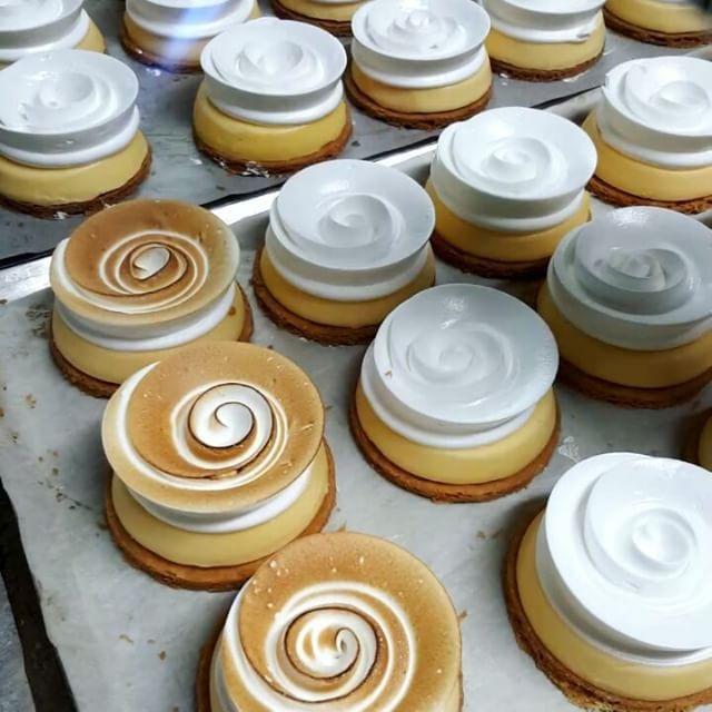 Making those Lemon Meringue  #zumbo #lemonmeringue #tart #fridayfire