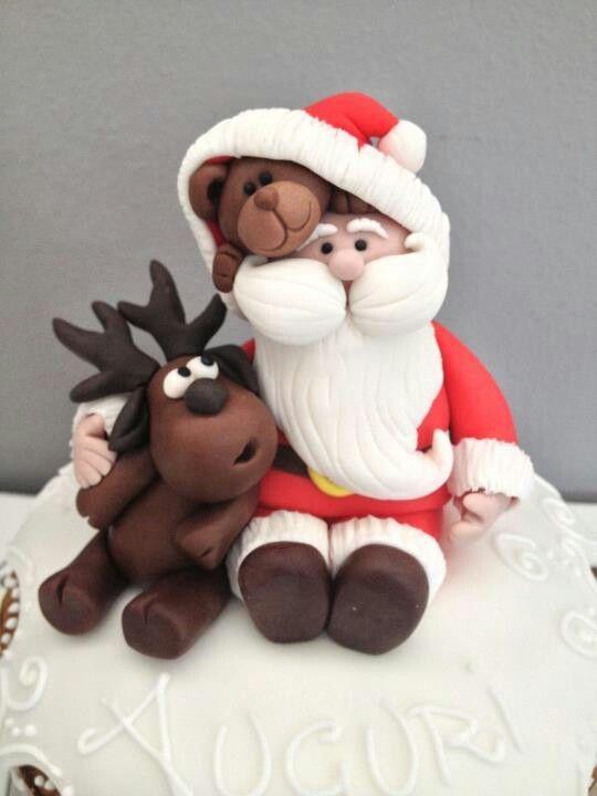 Weihnachtsmann mit Rentier und Bärchen