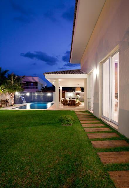 Residência PC - vista da varanda de meditação: Casas modernas por Maria Helena Caetano _ Arquitetura e Interiores