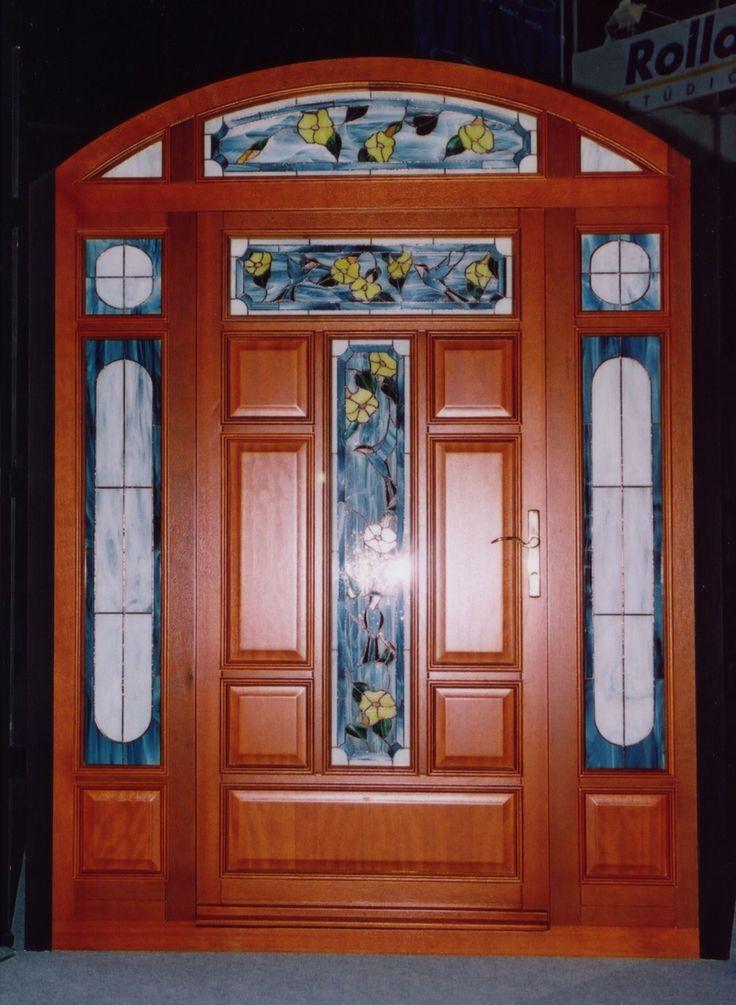 ólomüveges klasszikus bejárati ajtó, fix oldal-és felülvilágítókkal, íves kivitelben