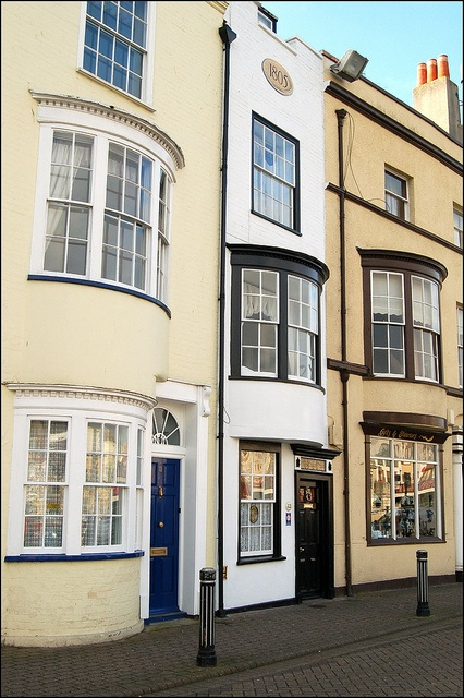 At the side of Weymouth's Old Harbour is a series of delightful Georgian houses with beautiful bow windows. King George III visted Weymouth every year from 1791 until 1805, when the house in the centre was built.