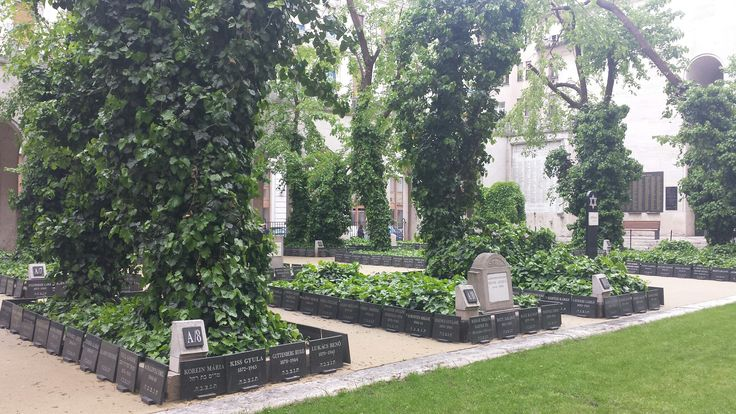 Great Sinagoga cemetery. Budapest