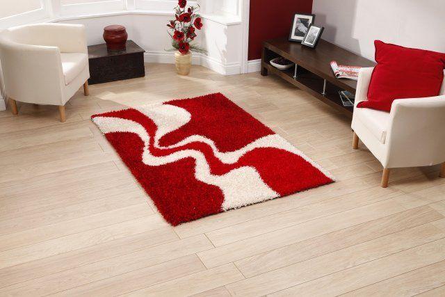 idée déco salon tapis en couleur rouge et blanche