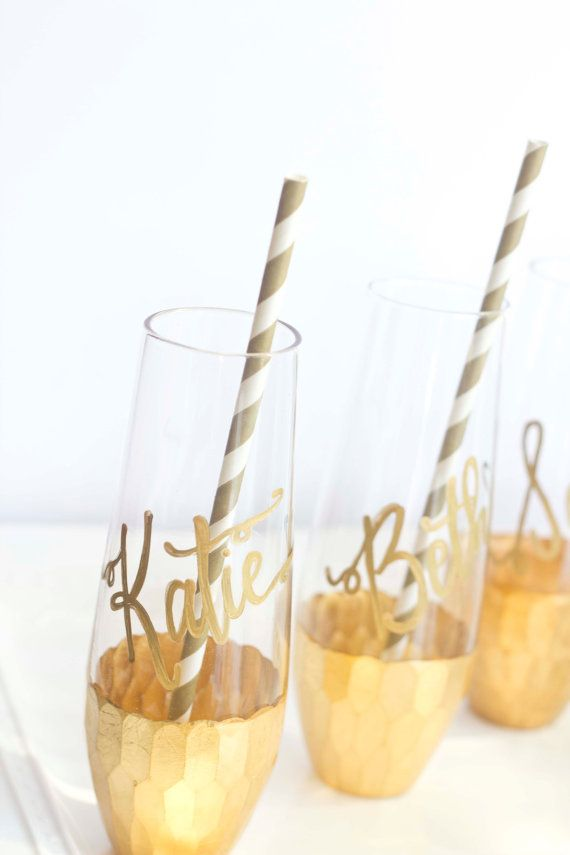 Gorgeous GOLD DIPPED Stemless Champagne Flutes for your Wedding Toast! #AD