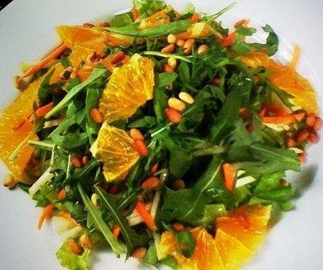 Салат с руколой, куриной грудкой и апельсином