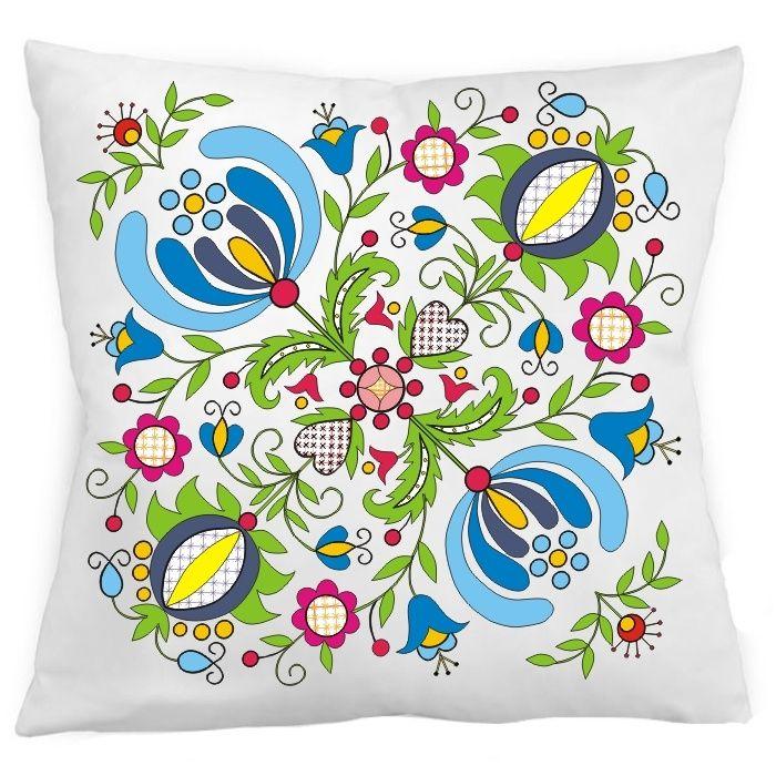 Biała poduszka z dekoracyjnym wzorem inspirowanym kwiatami haftów kaszubskich. Kolekcja inspirowana haftem żukowskim (kartuskim).  Poszewka zapinana zamkiem błyskawicznym. Jednostronny nadruk.