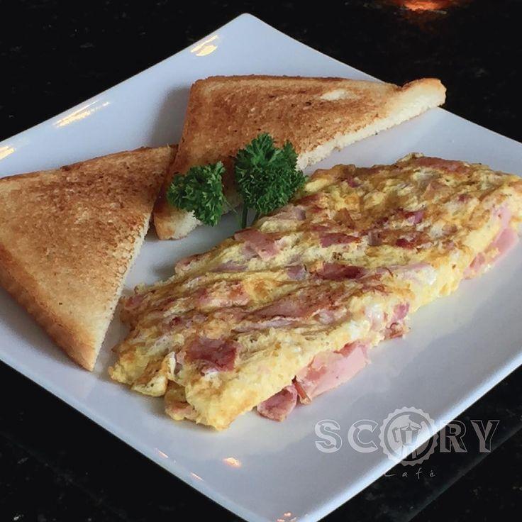 """COMBOS DE DESAYUNO """"Omelette de jamón y queso"""": tortilla de huevos rellena de jamón y queso danés, acompañada de pan tostado. Incluye Ice Tea o Café. RD$150 (impuestos incluidos) (Válido de lunes a viernes de 6-10am) #breakfast #desayuno #yummie #foodporn #scory #scorycafe #scorylovers #omelette #delicious #delicias #iHambre #Gourmetrd #foodlovers #breakfastlovers #combos #especiales #special"""