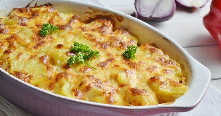 Jesienią staram się przygotowywać sycące i rozgrzewające dania. Taka jest właśnie ta zapiekanka. Bardzo sycąca, bo zawiera ziemniaki, mięso ...