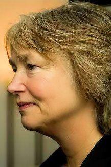 Dorien Quik studeerde biologie aan de Universiteit Utrecht. Na haar doctoraalexamen bestudeerde zij christelijke esoterische stromingen, totdat ze vijftien jaar geleden in aanraking kwam met het boeddhisme. Zij volgde vele boeddhistische studies, waaronder de vijfjarige boeddhistische filosofie en haar scholen. Samen met Peter Schuh richtte zij in 2004 Stichting Bodhisattva in Bilthoven op. Deze stichting heeft als doelstelling het boeddhisme als levensfilosofie onder de aandacht te brengen.