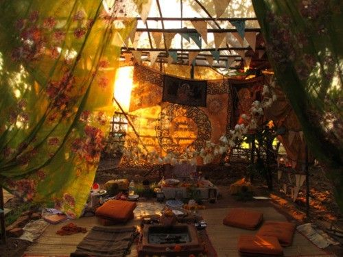 Outside blanket fort cozy pinterest bohemian boho for Outside garden rooms