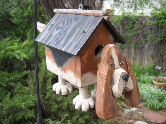 Bassett Hound Birdhouse von ArtsyBirdbox auf Etsy