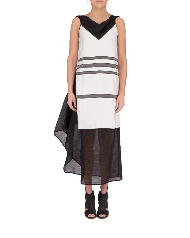 Flowing sleeveless dress made of double fabric (linen and silk). V neck