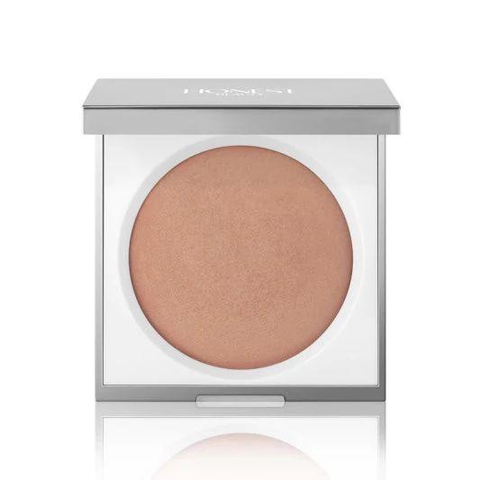 Light it up in Honest Beauty's Luminizing Powder.