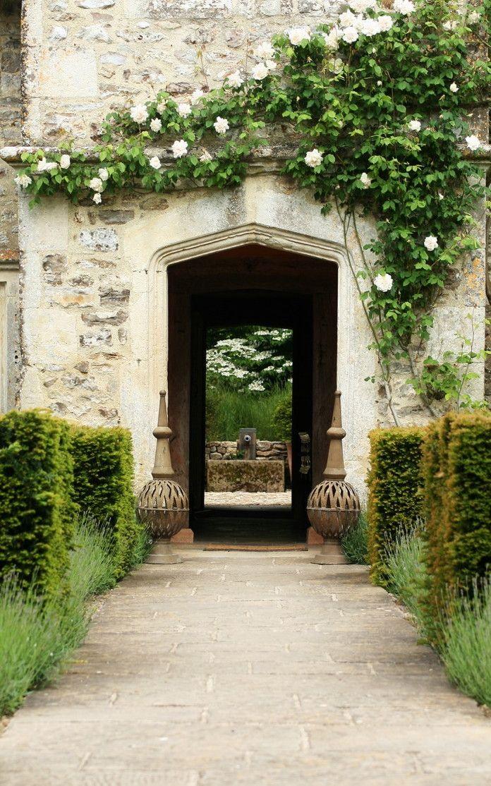 Rose clad 17th century farmhouse in Devon. Arne Maynard Garden Design. Via Latte Lisa.