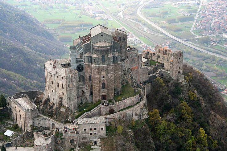 Vicino Torino c'è la Sacra di San Michele... meravigliosa https://www.facebook.com/TorinoToday/photos/a.282027645158797.84839.202033353158227/747859118575645/?type=1