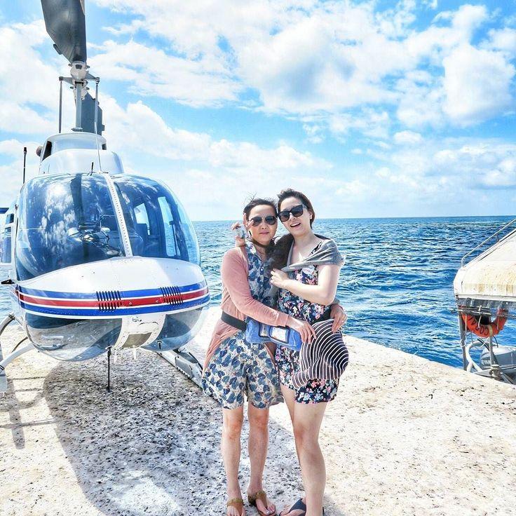 #엄마랑 #헬기 타기전 #사진 찍기 ㅋㅋ #다리 왜저랭ㅋㅋㅋㅋㅋㅋ #greatbarrierreef #그레이트배리어리프 #호주 #케언즈 #australia #cairns #helicopter #tour #여행 #여행스타그램 #바다다그램 by ja_ryun_ http://ift.tt/1UokkV2