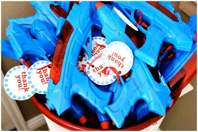 Kids will love these water pistol party favors! A fun idea for after a pool party and different from the usual goodie bag.