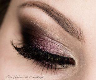 Wytuszuj artificial eyelashes and concatenate.  Ready!