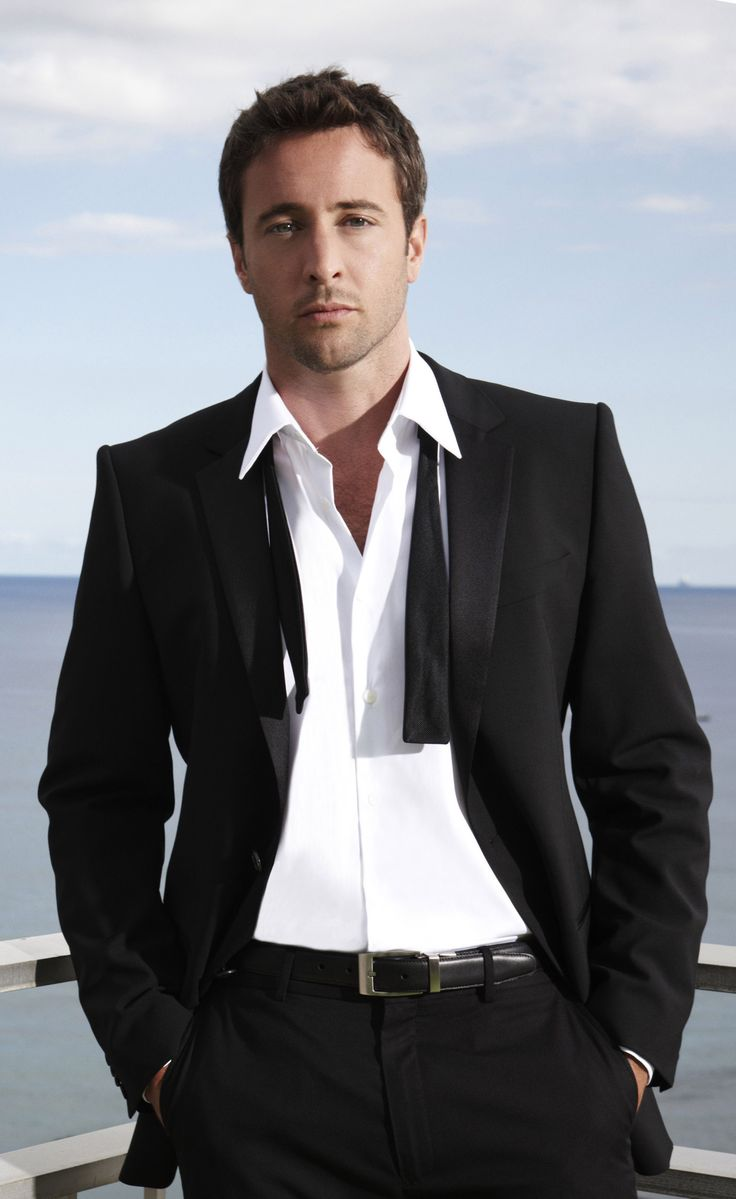 ALEX O'LOUGHLIN | Hawaii Five-0 *