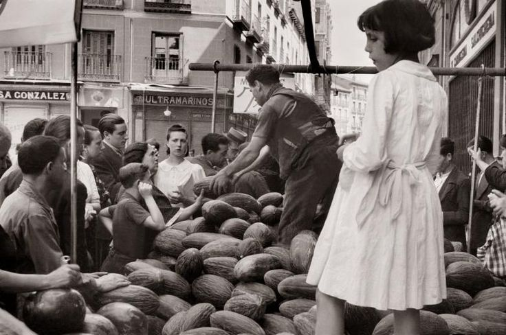 Madrid años 40: puesto del Rastro Diego González Ragel Madrid, c. 1940
