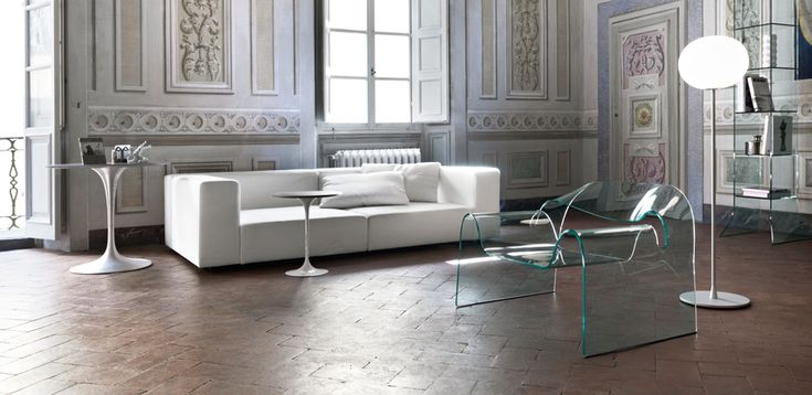 Monolithic Chair in Curved glass Ghost by Fiam, Designer Cini Boeri