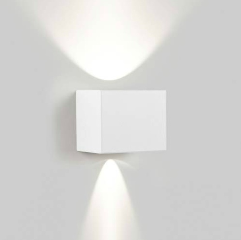 witte wandlamp Tiga by Delta Light