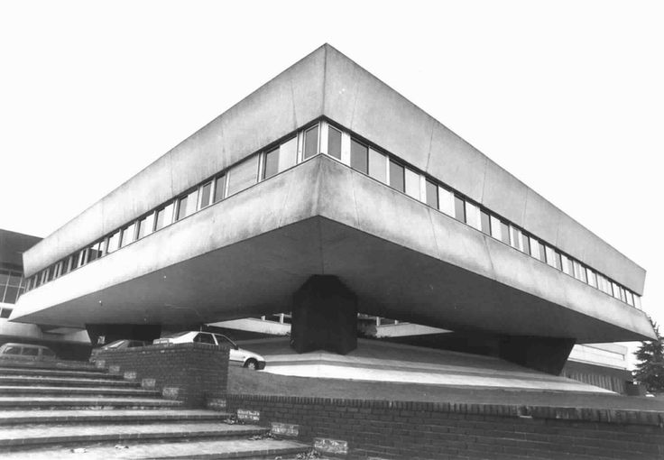 Pavillon de commandement de l'École polytechnique (ca. 1978) in Palaiseau, France, by Henri Pottier