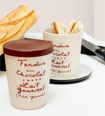 3 minutes ...et une fondue au chocolat ...On la mange avec ses doigts !