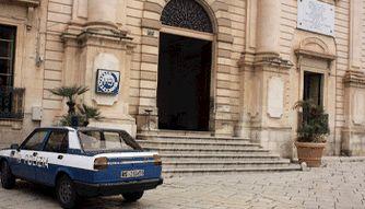 """""""Il Commissariato di Vigata"""" (nei primi episodi) era il Municipio di Scicli (RG) http://www.malosapevateche.com/a-casa-di-montalbano/ #montalbano #sicilia #davedere"""