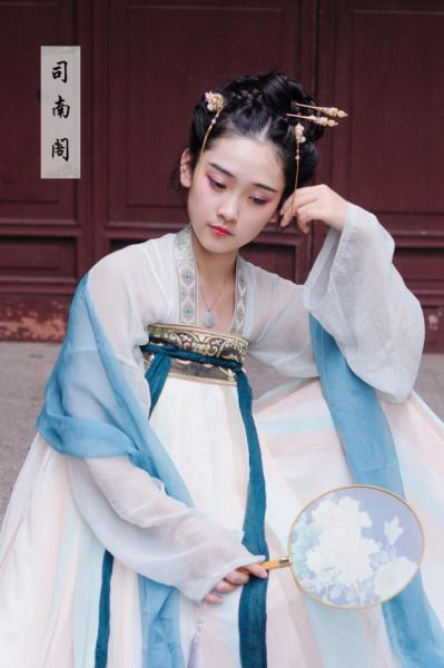【司南阁】 Traditional Chinese fashion in Tang dynasty style.