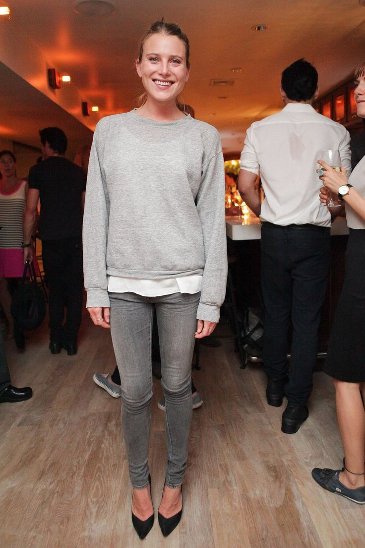 Dree-Hemingway-looked-cool-casual-East-Pole-launch-event.jpg 800×1.200 pixels