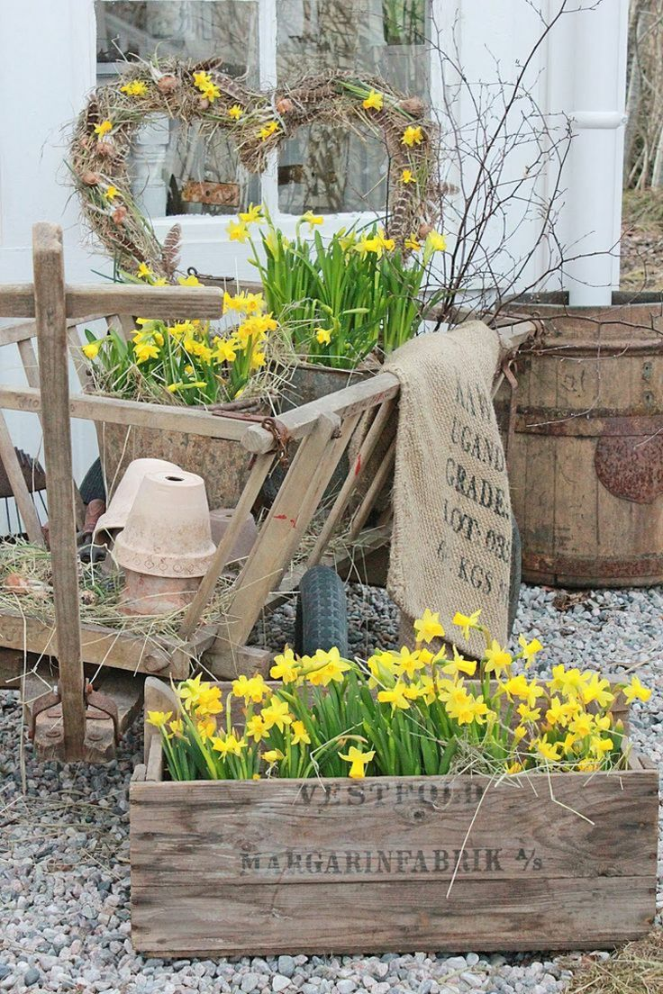 Shabby chic gardening with original furniture and decorations   – Gelber Frühling