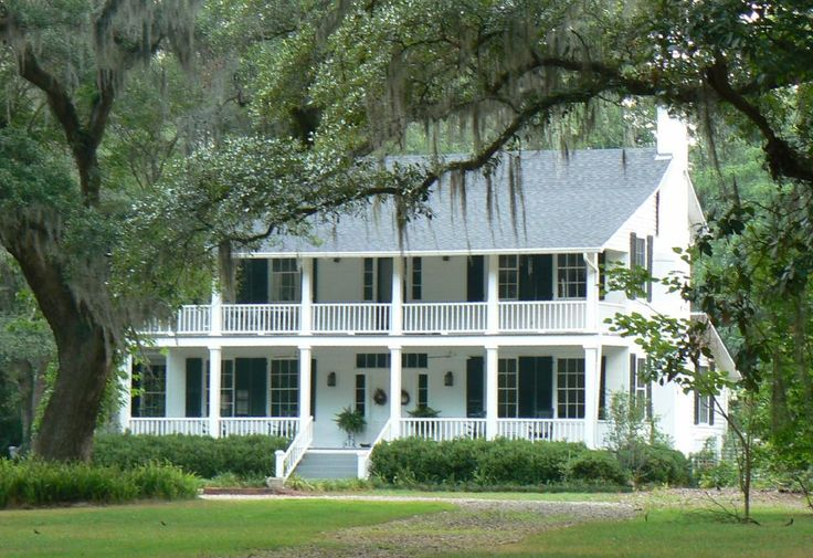 Best 25 southern plantation style ideas on pinterest for Small plantation homes
