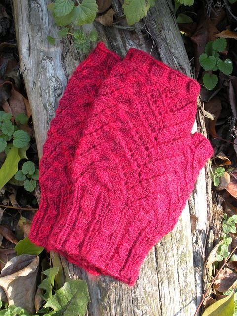 Many thanks ariesandewe for sharing the beautiful picture with us!  Welcome to participate in HiyaHiya Christmas Tree Fingerless Mitts - Free & Fun KAL_ Jul/Aug2017_A at http://www.ravelry.com/discuss/hiyahiya-patterns-kal/3643796/1-25  Here is a picture of HiyaHiya Christmas Tree Fingerless Mitts knitted by ariesandewe!😍😍😍 You can see more pictures of HiyaHiya Christmas Tree Fingerless Mitts which knitted by ariesandewe at…