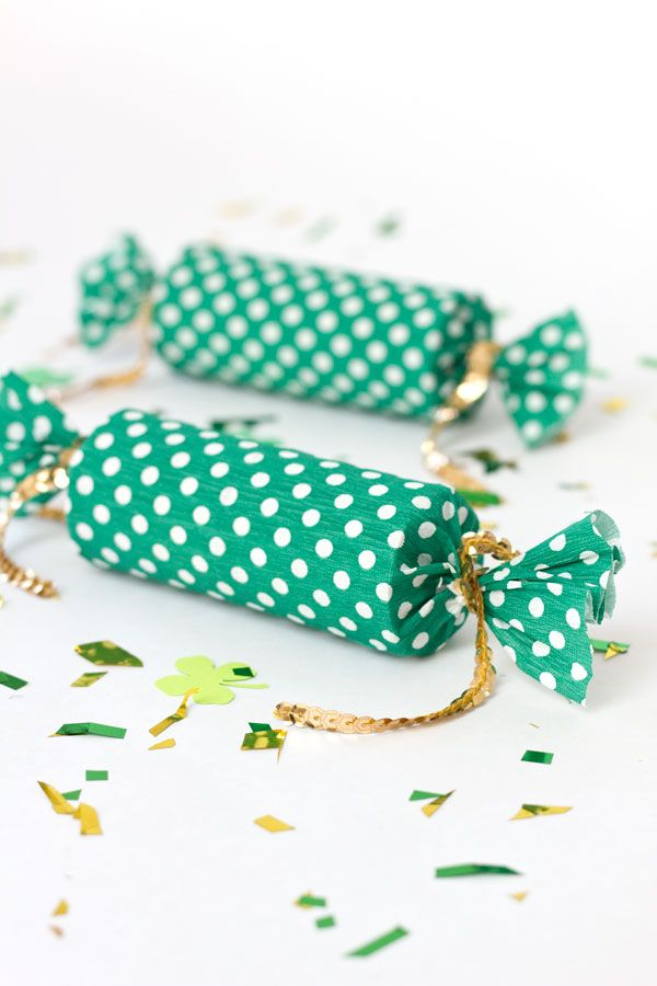 Confetti Poppers made with POLKADOT CREPE PAPER!!! <3 <3 <3 {the fabulous Kelly Lanza of Studio DIY)