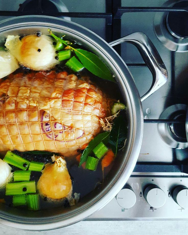Gammon and aromatics submerged in ginger beer and about to boil for a bit before adding to @thewonderbag for 6 hours or so.  @amc_cookware #christmas2016 #inmykitchen #cookingforthefamily #christmaseveprep #festive #gammon