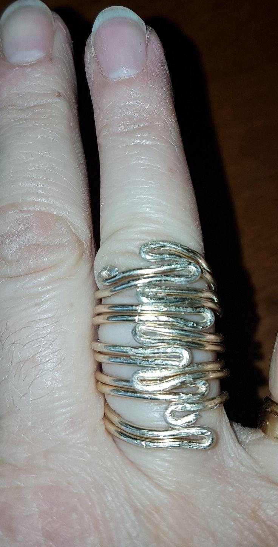 Anello in alluminio dorato. Wire ring