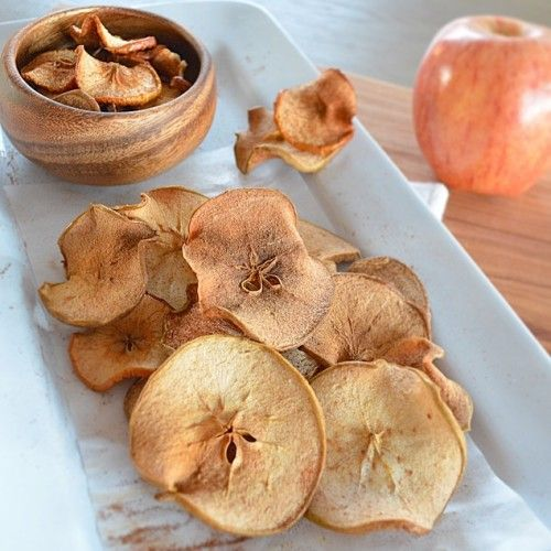 A sweet and crunchy snack that is nutritious and satisfying by freshandfit.org #applechips #healthysnacks