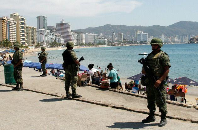 ] ACAPULCO, Gro. * 19 de abril de 2017. Acapulco mejora la percepción ciudadana respecto al tema de Seguridad Pública, con una avance de 2.5 puntos porcentuales en el índice de medición, de acuerdo con los datos recabados en la Encuesta Nacional de Seguridad Pública Urbana (ENSU) de marzo 2017,...