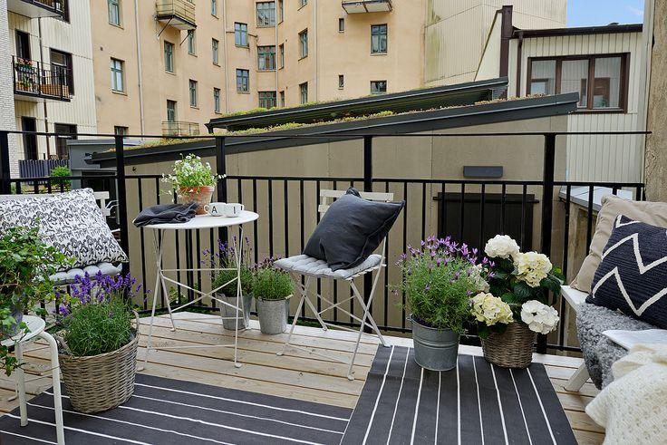 Alvhem - Making urban balcony flowery and inviting