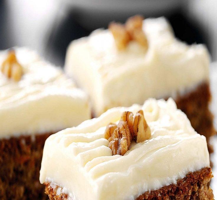 Το πιο ζουμερό κέικ καρότου που έχετε φάει! Το γιαούρτι TOTAL αντικαθιστά μερικά από τα λιπαρά και χαρίζει στο κέικ μια υπέροχη μαστιχωτή αίσθηση.