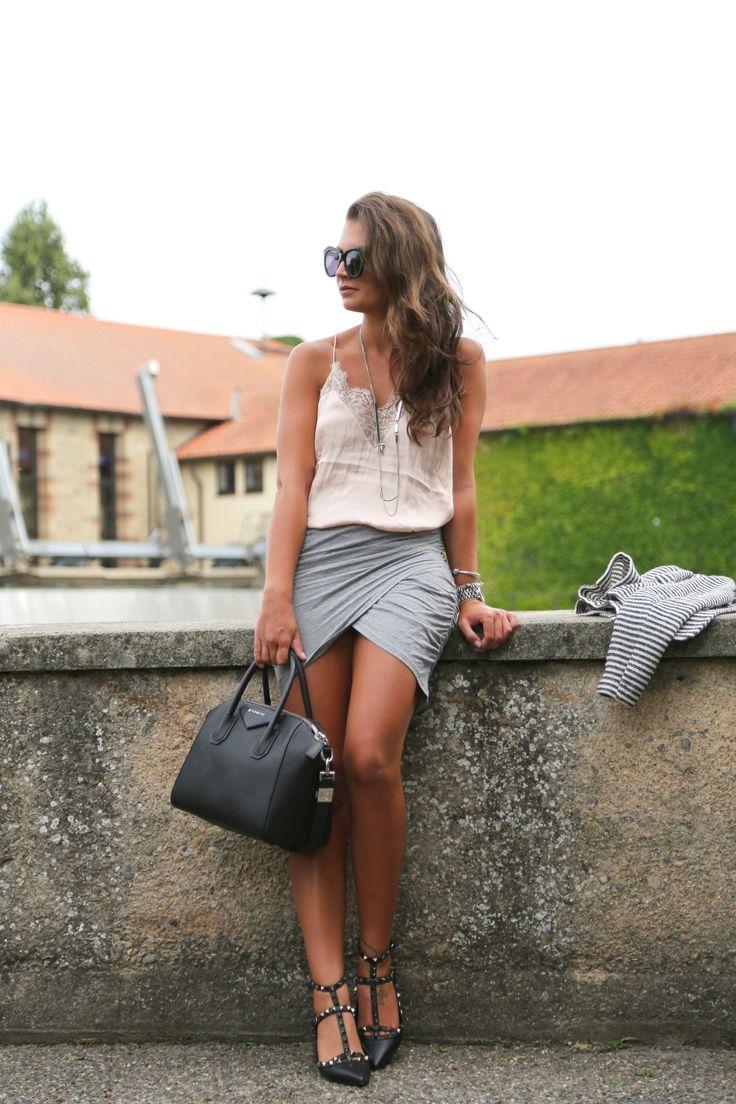 outfit-pastel-grey-valentino-garavani
