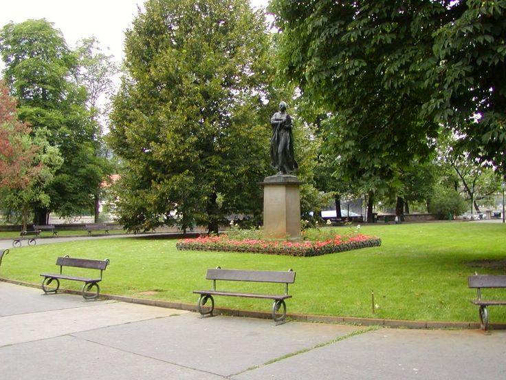 Bronzová socha Boženy Němcové