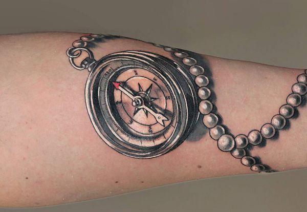 kompass tattoos ideen und bedeutungen freddy. Black Bedroom Furniture Sets. Home Design Ideas