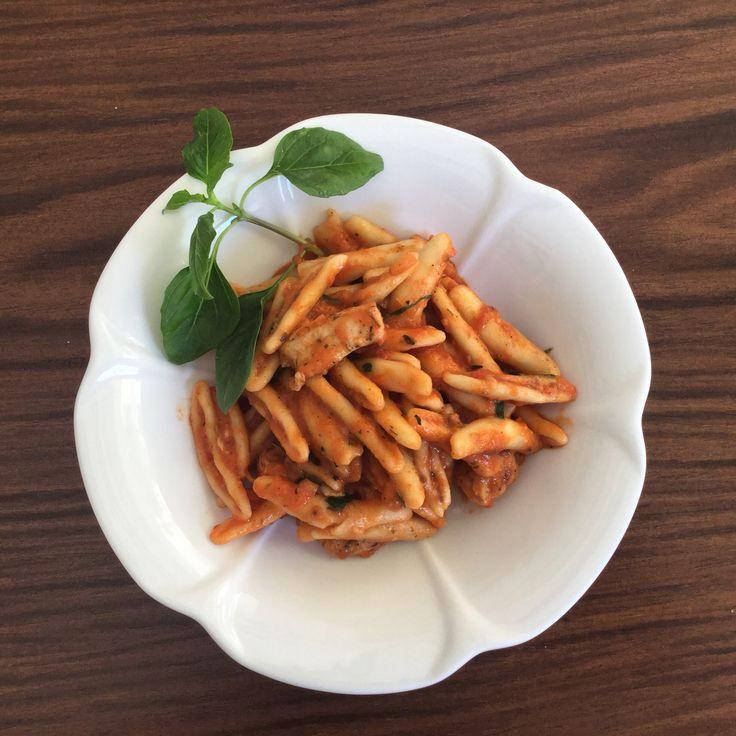 Skioufikto a kind of Cretan pasta with chicken and tomato mascarpone sauce with basil - Σκιουφικτό με κοτόπουλο σε σάλτσα ντομάτας με μασκαρπόνε και βασιλικό #foodloutraki #visitgreece #visitloutraki #Loutraki #eat #cook #recipeoftheday #recipe #food #instafood #lifokitchen #foodpic #foodgasm #foodporn  #skioufikto #pasta #mascarpone #basil #organicfood #healthyfood #nofilter #fooddiary #localfood #greekfood