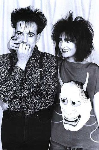 Robert Smith & Siouxsie Sioux. They look like Morpheus and Death from The Sandman series.