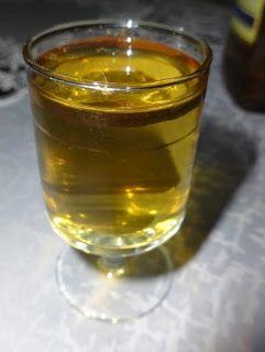 Czary mary gotuje Cezary: Jałowcówka (Gin) według Czarka