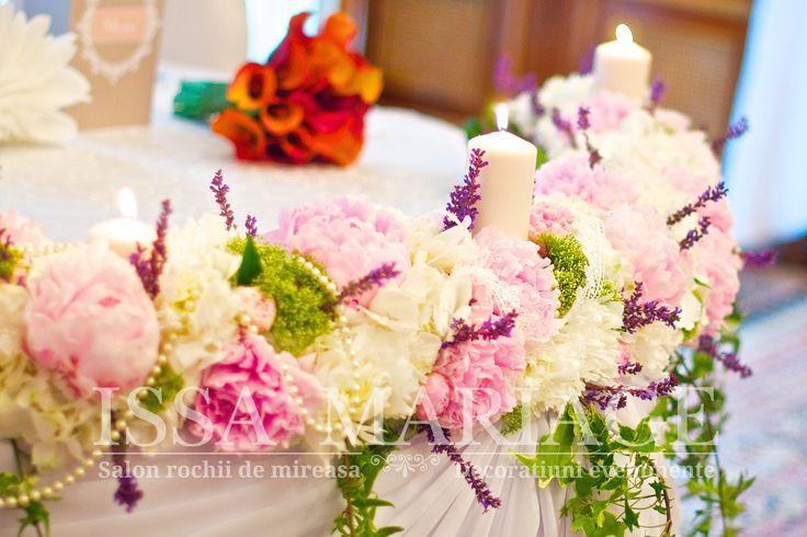 decoratiuni nunta cu flori colorate si lumanari