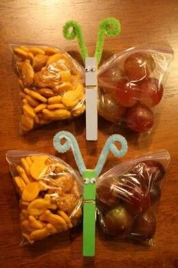 "Cute idea!!! Gold Fish, grapes, ziplock pouch and ""butterfly"" clothespin"